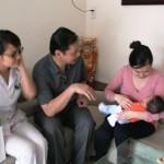 Lương y Nguyễn Hữu Toàn đến thăm bệnh nhân